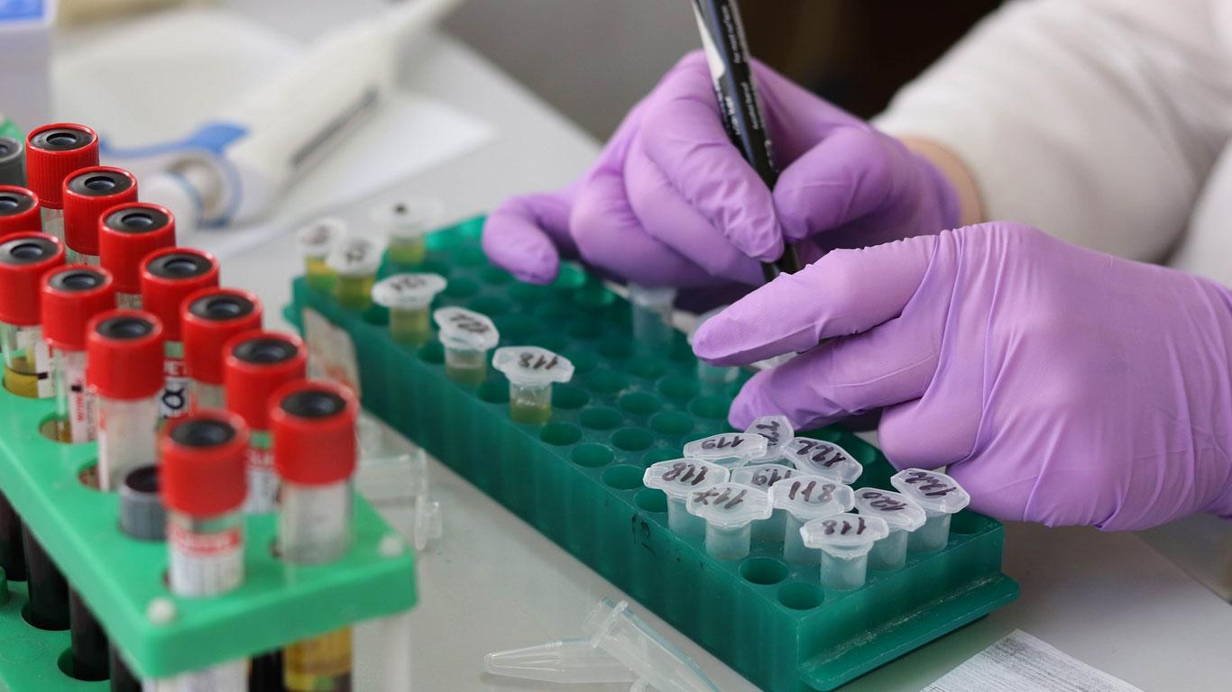 Científicos logran convertir sangre del tipo A en universal con un ingenioso método