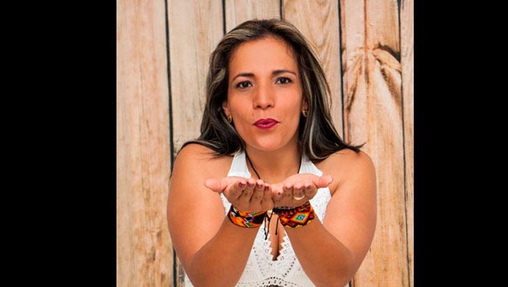 """""""Hay que recordarle a las mujeres lo que valen"""": Claudia Restrepo"""