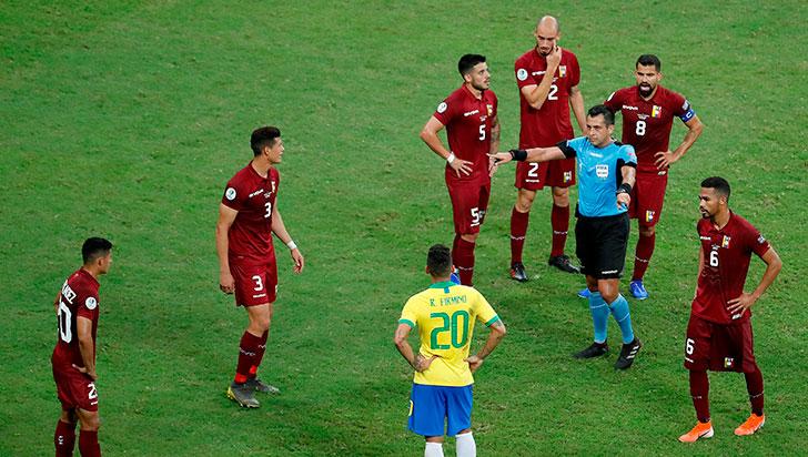 El VAR le ahogó tres veces la celebración a Brasil, que empató 0-0 con Venezuela