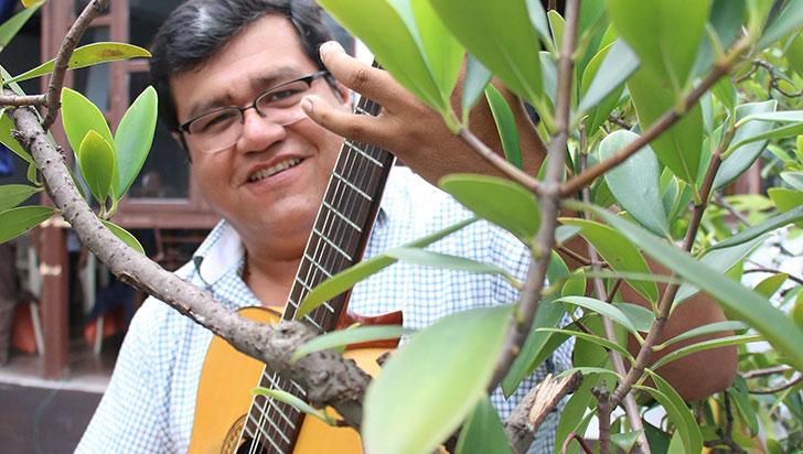 """""""Queremos llevar nuestros cantos a donde no hablan nuestro idioma"""": Ernesto Hermoza"""