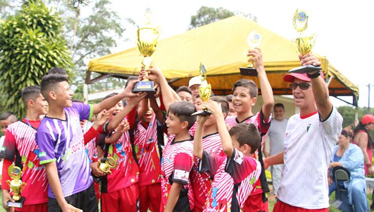 Desde el penal, Piguas Montenegro ganó el título de la copa Boy Toys