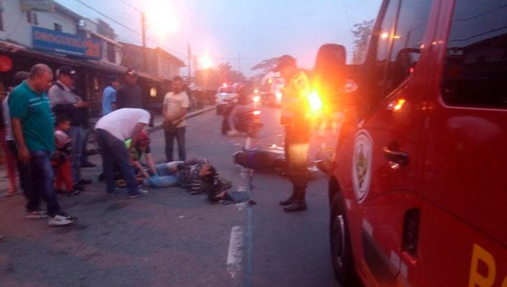 Choque dejó dos motociclistas lesionados