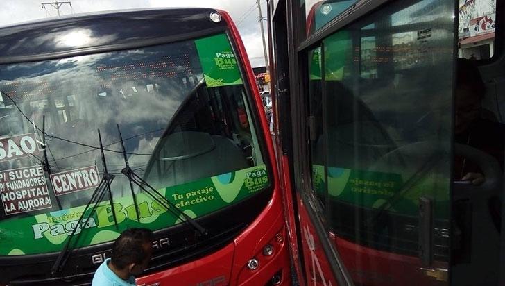 Choque de dos buses Tinto, sin lesionados