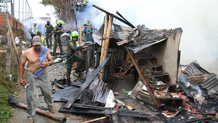 Pérdida de 3 viviendas y siete familias damnificadas es el saldo de incendio