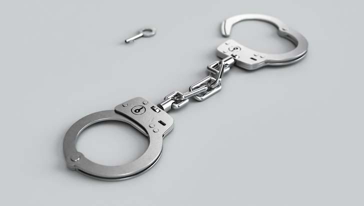 Policía boliviano es detenido por violar, embarazar y prostituir a una menor