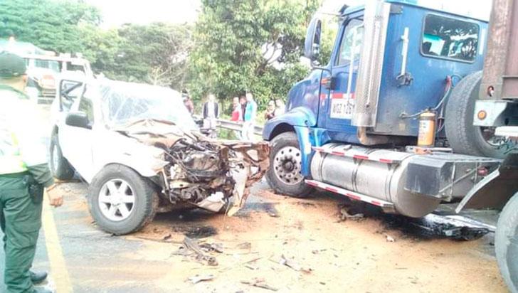 Tres personas lesionadas en aparatoso accidente