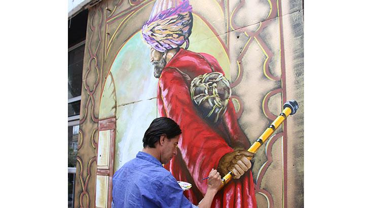 ¿Cuál es la polémica por mural de sultán en el concejo de Armenia?