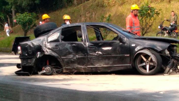 Dos lesionados en aparatoso accidente  en autopista del Café