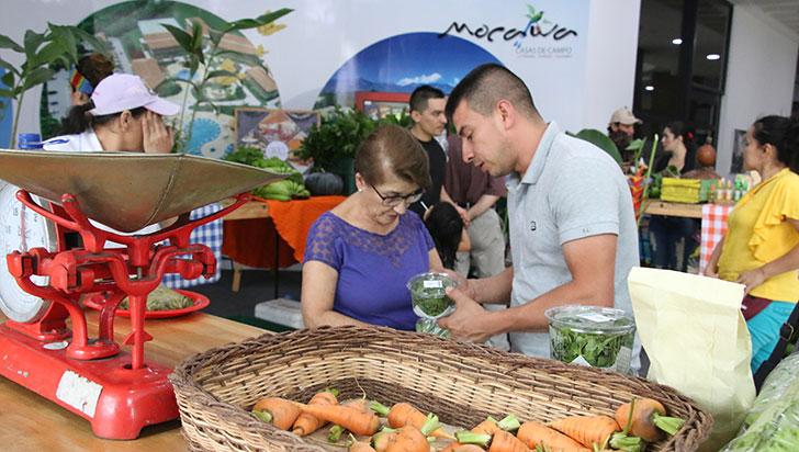Mercado agroecológico, por primera vez en el Mocawa