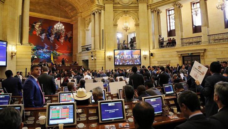 Iván Duque firmó decreto que aumenta el salario de congresistas en 2019