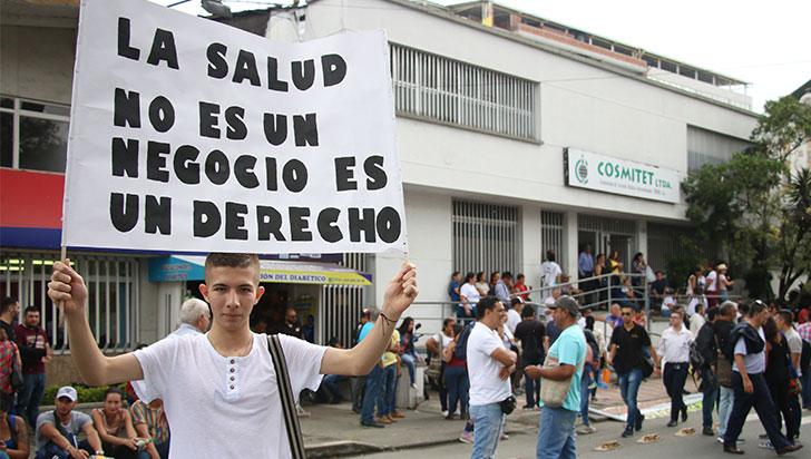 Más de 1.500 docentes marcharon en Quindío para exigir por su salud