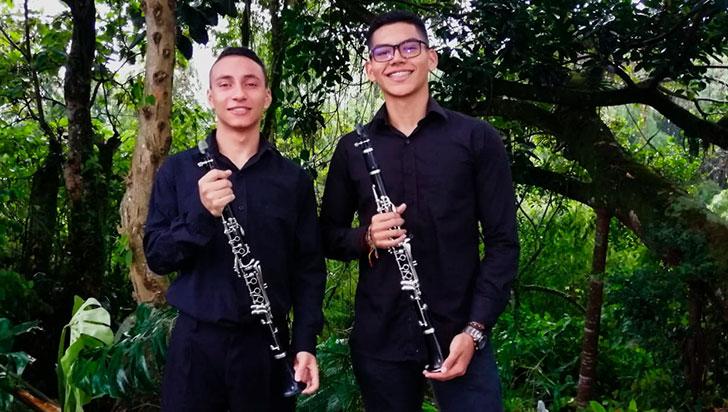 Santiago Muñoz y Juan J. Zuluaga, en un show de música colombiana alejada del tradicionalismo
