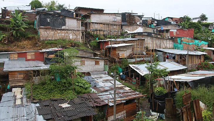 Casas de invasiones, construidas en material y con negocios a bordo