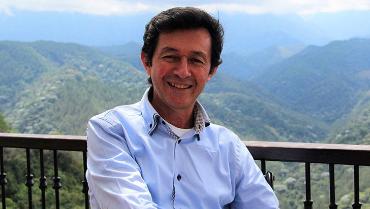 Germán Tamayo vive y trabaja  por los adultos mayores