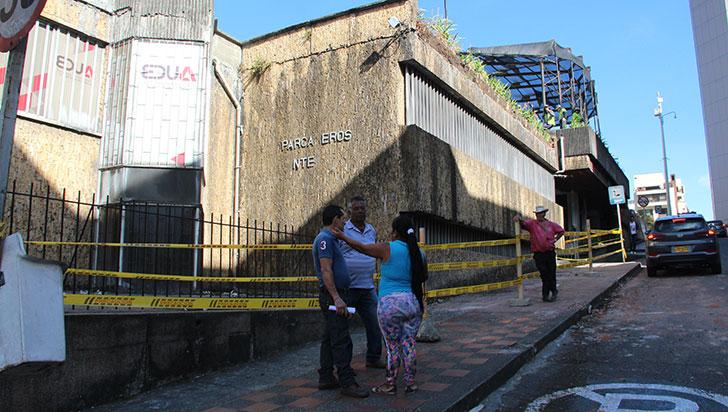 15 metros de muro fueron demolidos, por desplome en la plazoleta Centenario
