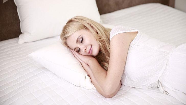 Los optimistas duermen más y mejor, según estudio
