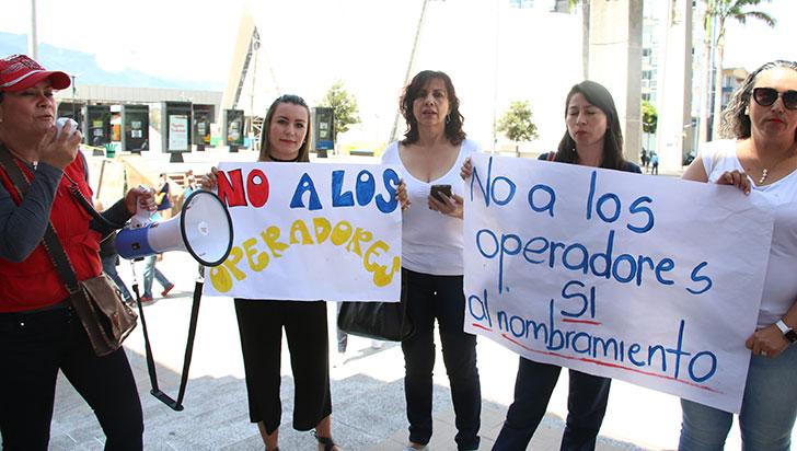 Docentes de apoyo protestaron por falta de pago salarial y ARL