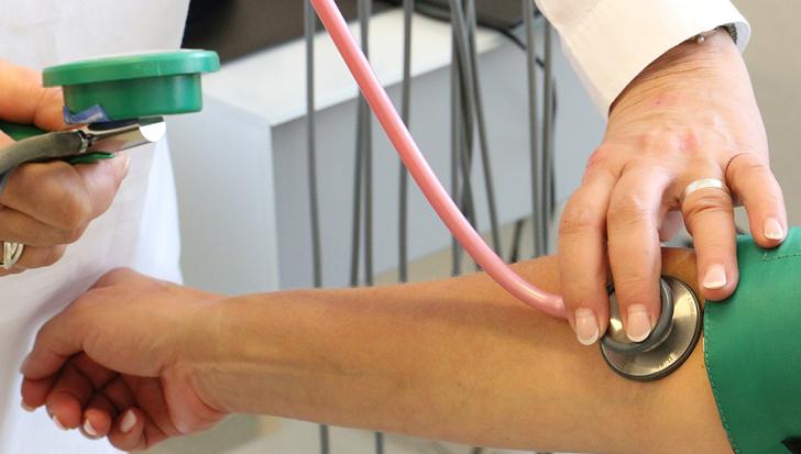Controlar la presión arterial puede ayudar a tener una mejor salud cerebral en la vejez