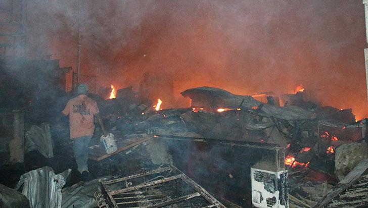 Recolecta de ayudas para los damnificados por el incendio