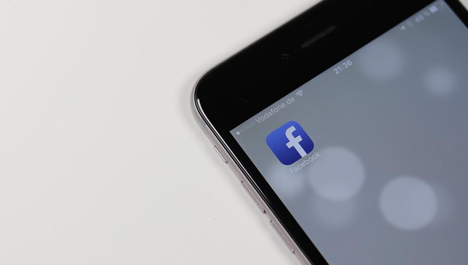 Corte Suprema protege derecho de mujer a rechazar a un hombre en Facebook