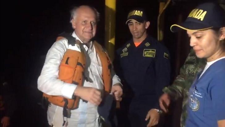 Manuel Elkin Patarroyo es rescatado por la Armada Nacional tras naufragar en el río Amazonas