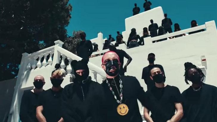 Bad Bunny y J Balvin publicaron nuevo video filmado en isla griega de Mykonos