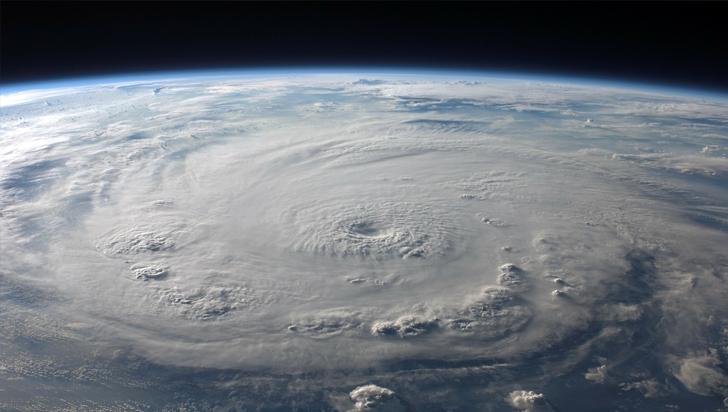 Agencia meteorológica aclara a Trump que bombardear huracanes no es buena idea