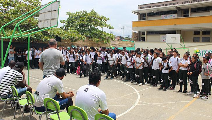Actividad social del Deportes Quindío en Bosques de Pinares