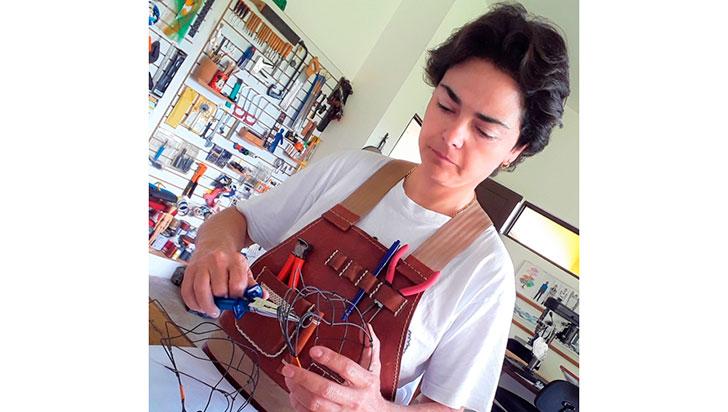 Paula Botero, la mujer que con alambre dulce hace obras de arte