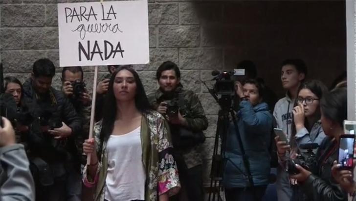 Exguerrilleros de las Farc muestran primera colección de moda en una PAZarela