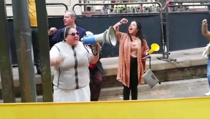 "Monja carmelita viajó desde Medellín para apoyar al ""sagrado Álvaro Uribe"""