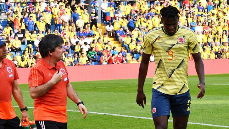 Duván Zapata, por fuera de la selección Colombia por una lesión