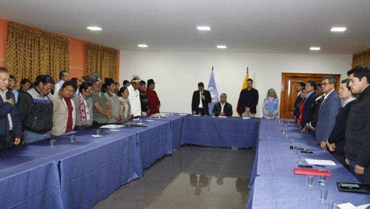Cayó decreto de alza de precios de combustible en Ecuador; comunidad reconstruye