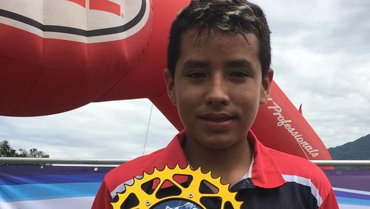 Juan José Giraldo se trepó a la punta en motocross 85 mini