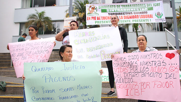 Madres comunitarias protestaron por falta de pago