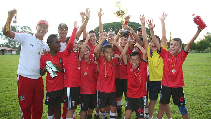 Piguas en el nacional del Chiquifútbol como el campeón Quindío