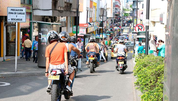 Por decreto, se prohíbe la circulación de motos a partir de este sábado a las 7:00 p. m.