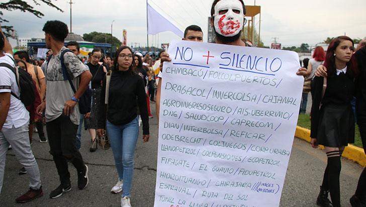 Dolor de patria, invitación de manifestantes a la comunidad