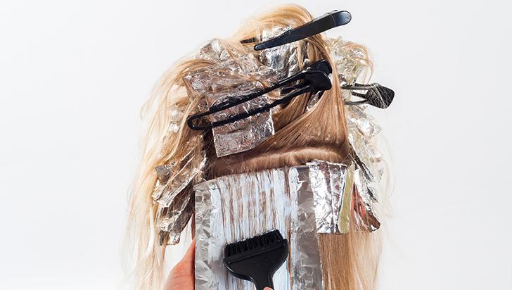 Mayor riesgo de cáncer de mama estaría asociado con productos para teñir y alisar el cabello