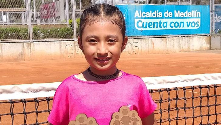 Sara Barbosa ganó beca para perfeccionar su tenis