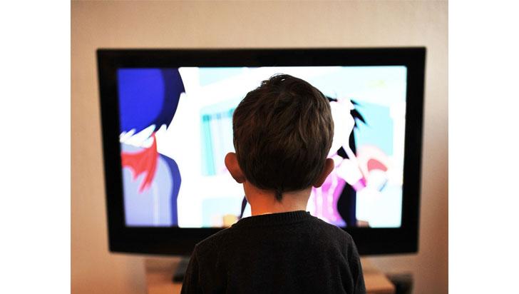 La televisión es el hábito de vida que más se relaciona con la obesidad infantil