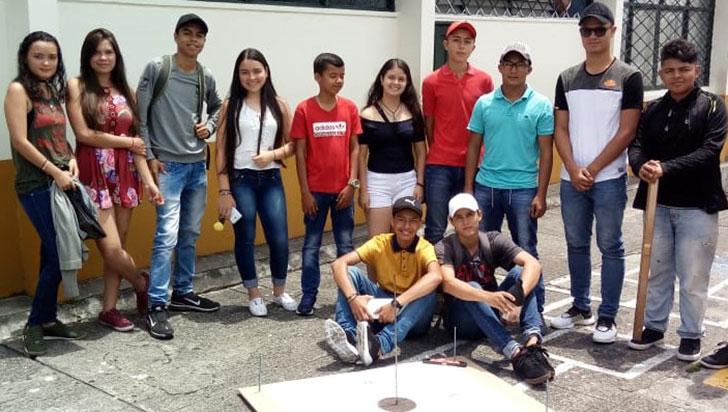 Estudiantes  buscan apoyo para  viajar a la Nasa