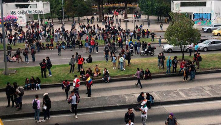 Choques de manifestantes y Policía en Bogotá en vísperas de gran cacerolazo