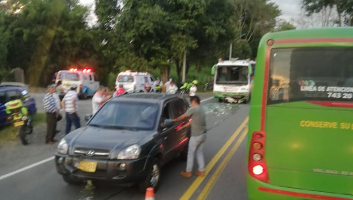 Seis lesionados en accidente de tránsito