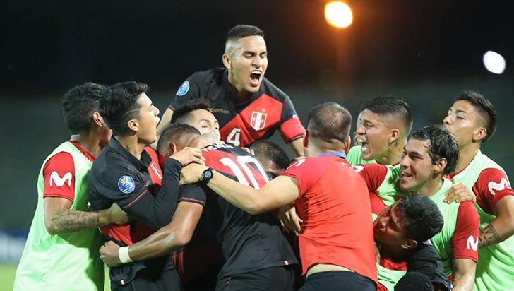 Perú remonta contra Paraguay y se lleva tres puntos