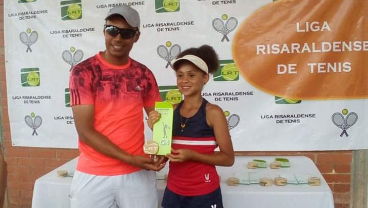 Edil Marcela Ocampo, quindiana ganadora en el grado 4 de tenis