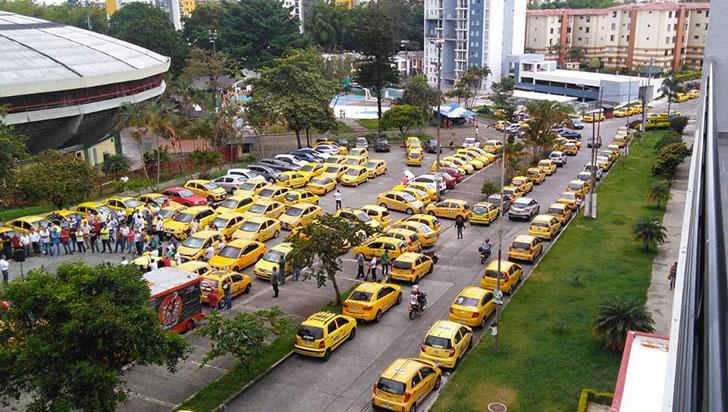 Taxistas rechazan modificación del pico y placa