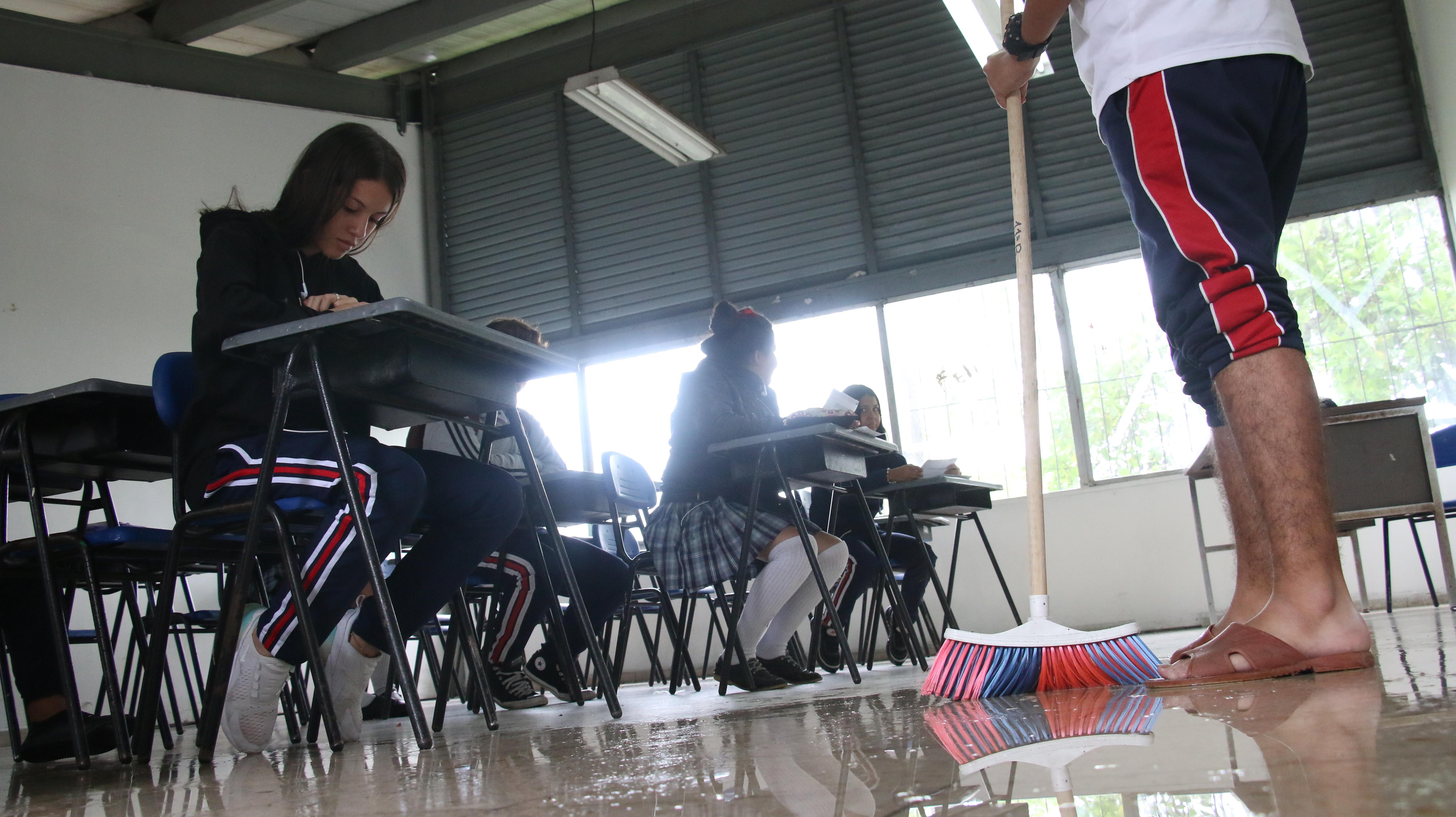 Por inundaciones de aulas, en el Nacional realizarán plantón