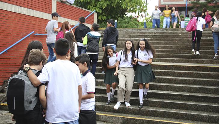 Suspendidas clases en colegios públicos de Colombia
