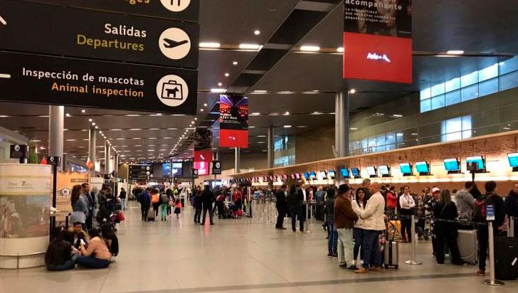 Colombia cierra fronteras aéreas
